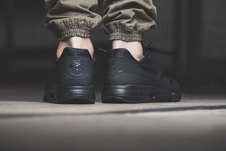 nike-air-max-1-triple-black-003